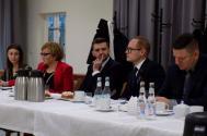 Radosław Ostałkiewicz (w środku) deklaruje, że ustąpi ze stanowiska wójta w przypadku odbycia się majowych wyborów prezydenckich. Fot. KR/ox.pl