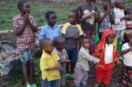 Dzieci w dalekiej Rwandzie czekają na pomoc. fot. IC