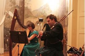 Dudziarz i harfistka w Cieszyńskim Muzeum
