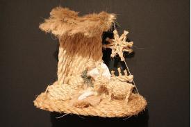 Wystawa sznurkowych szopek świątecznych