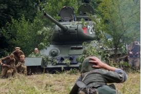 Fot. Inscenizacja potyczki podczas Pikniku Militarnego w Kończycach Wielkich w 2018 r. Fot. K. Kazimierczak