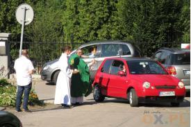 samochody święcono m.in. w kościele pw. Opatrzności Bożej w Pastwiskach niedaleko granicy z Boguszowicami, fot. indi