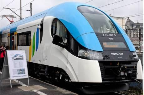 W Wiśle zapalił się pociąg. Dwie osoby trafiły do szpitala na obserwację. fot. arc ox.pl
