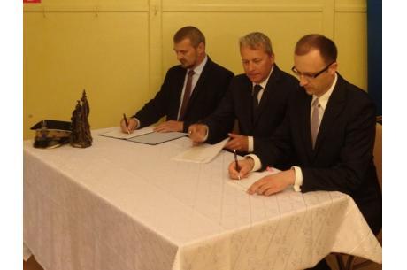 Fot: Uroczyste podpisanie umowy  Fot: UG Hażlach