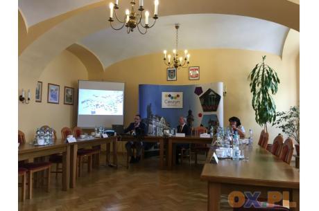 Sekretarz Miasta omówił trzy warianty koncepcji zagospodarowania terenu wokół Wzgórza Zamkowego / fot. MSZ