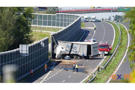 Zdarzenie z udziałem samochodu ciężarowego na s52 / fot. MSZ