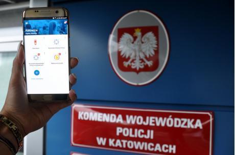 Aplikacja jest bezpłatna i można ją pobrać na większość telefonów. Fot: KWP w Katowicach