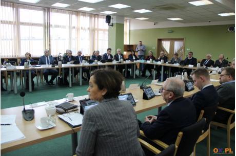 Na sesji Rady Powiatu Cieszyńskiego o zawieszeniu Oddziału Chirurgii Dziecięcej w Cieszynie / fot. MSZ