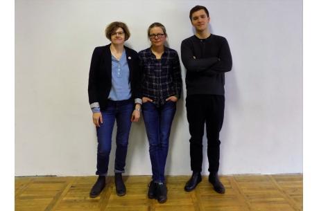 Od lewej: Irena Fluder-Kudzia, Joanna Wowrzeczka, Szymon Słupczyński / fot. KR - ox.pl
