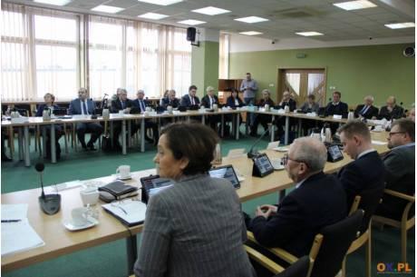 Dyskusja nad statutem Powiatu Cieszyńskiego / fot. arc.ox.pl