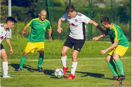 Piłkarze Dębowca oraz Golasowic podzielili się punktami, fot. Waldemar Śniegoń