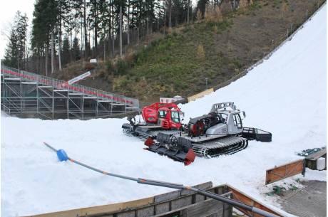 Rozprowadzanie śniegu na skoczni rozpoczęło się w poniedziałek (18.11) / fot. mat. pras.