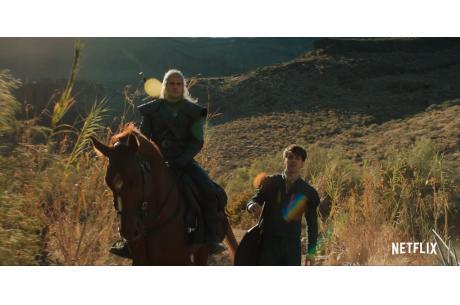 Henry Cavill (odgrywający postać Geralta z Rivii) i Joey Batey (jako Jaskier) / źródło: www.youtube.com/watch?v=eb90gqGYP9c