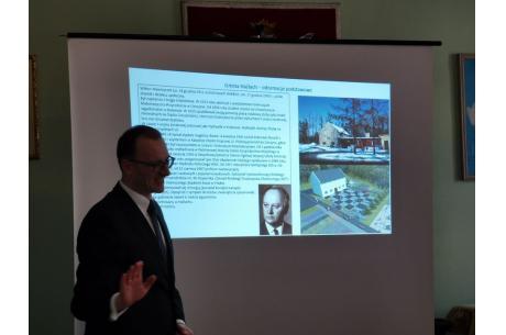 Grzegorz Sikorski prezentuje postać Wiktora Wawrzyczka/ fot. mat.pras,