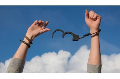 Zdjęcie Лечение наркомании z Pixabay.com