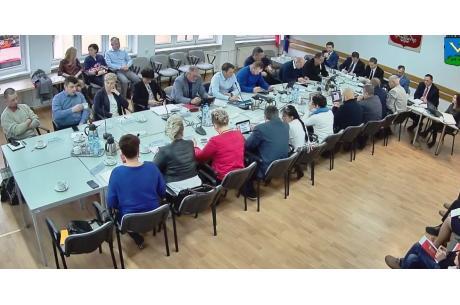 Radni uchwalili dotacje do 7 tys. zł. fot screen obrady