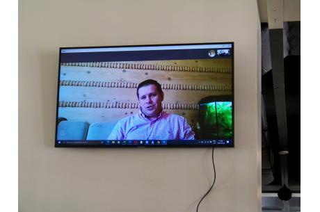 Tomasz Bujok uczestniczył online w konferencji prasowej, ze względu na zakażenie koronawirusem. Fot. KR/ox.pl