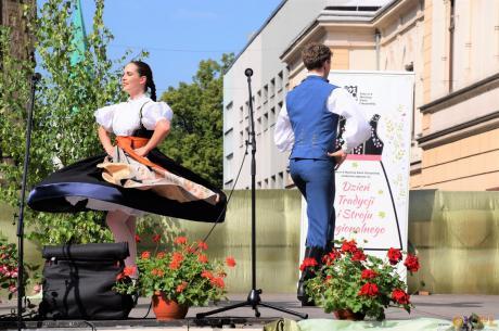 XIII Dzień Tradycji i Stroju Regionalnego  - wystepy na Rynku w Cieszynie