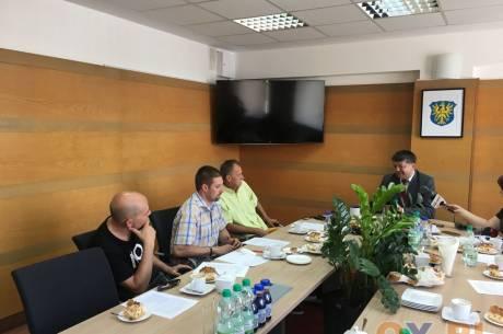 Inwestycje drogowe jednym z tematów konferencji prasowej w Starostwie Powiatowym w Cieszynie / fot. MSZ