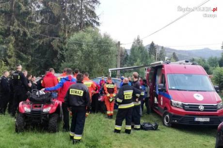 W poszukiwaniach udział brało łącznie blisko 100 funkcjonariuszy cieszyńskiej komendy, bielskich Oddziałów Prewencji Policji, Państwowej i Ochotniczej Straży Pożarnej oraz ratownicy GOPR. Fot:  KPP w Cieszynie