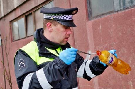 Strzykawki nigdy nie bierzemy do ręki, ale wzywamy strażnika. Fot. ARC UM Czeski Cieszyn