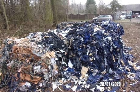 Odpady krawieckie ujawnione w Kiczycach/ foto ze strony Gmina Skoczów - Skocz do Skoczowa