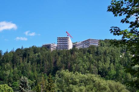 Obecnie budowane apartamentowce - druga część inwestycji ma się znajdować w ich sąsiedztwie. Fot. KR/ox.pl