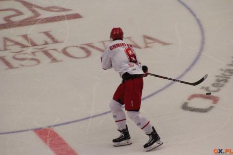 Dla Arona Chmielewskiego (na zdj.) będzie to kolejny kolega klubowy, który ma za sobą występy w NHL