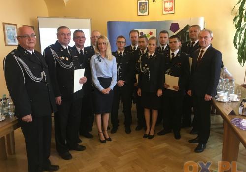 Burmistrz podziękował strażakom ochotnikom / fot. MSZ