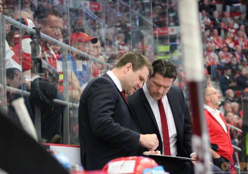 Vaclav Varada i Marek Zadina mają ciężki orzech do zgryzienia, po pierwszych dwóch meczach w Hokejowej Lidze Mistrzów. Fot. Andrzej Poncza