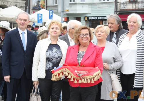 Seniorzy odebrali symboliczny klucz do bram miasta / fot. MSZ