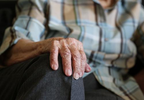 Oszuści często na ofiary wybierają starsze osoby. Fot: pixabay.com