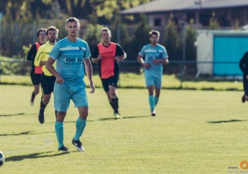 Piłkarze z Bąkowa wygrali ostatnie cztery mecze, a w sobotę zmierzą się z Wisłą Strumień, która w ostatniej kolejce rozgromiła Goleszów (8:1), fot. Waldemar Śniegoń