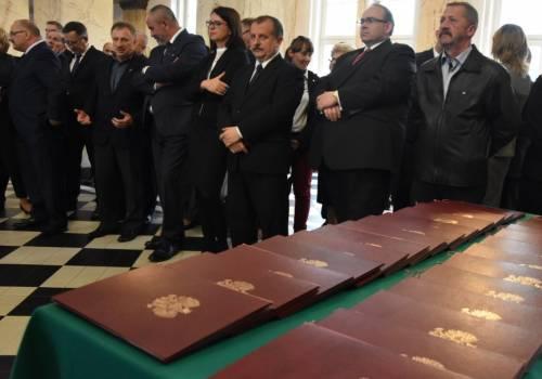 przedstawiciele władz regionu podczas wręczania promes / fot. slaskie.pl