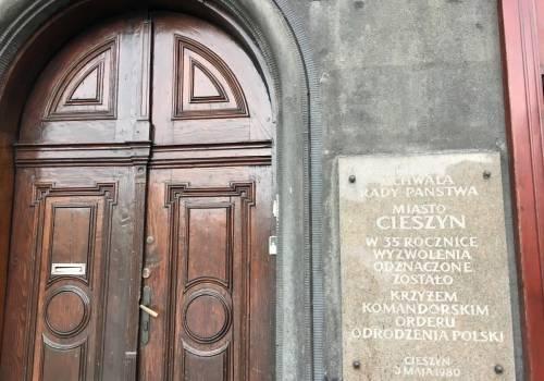 Tablica zostanie usunięta w najbliższy poniedziałek (15.07.2019) Fot. Katarzyna Koczwara / UM w Cieszynie