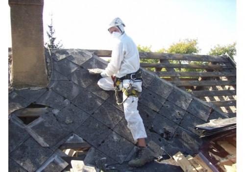 usuwanie azbestu/ zdjęcie poglądowe / fot. arc.ox.pl
