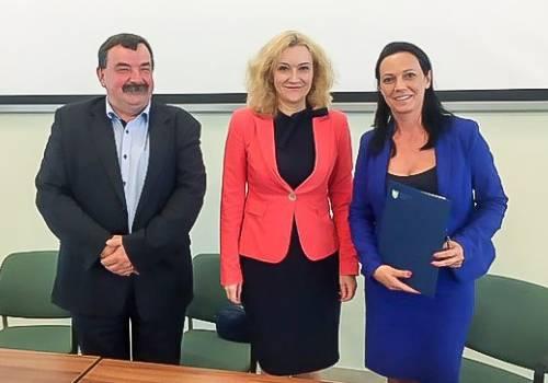 Jerzy Motłoch, Beata Białowąs i Sylwia Cieślar / źródło: goleszow.pl