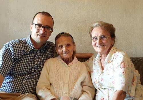 Spotkanie w Gdańsku (od lewej): wójt Grzegorz Sikorski, Ema Tomaszko i Halina Kudzin, córka pani Emy/ zdjęcie ze strony Gminy Hażlach
