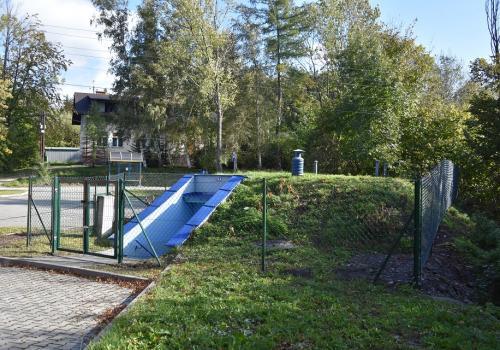 Ogrodzenie punktu obsługi wodociągu w Lesznej Górnej . Fot: UG Goleszów