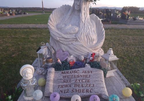 Pomnik Dzieci Utraconych na cmentarzu w Brzezówce / fot. SP