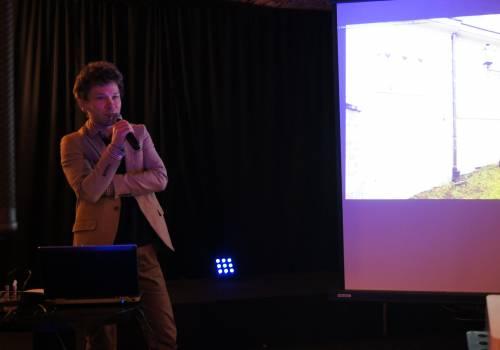 Na zdjęciu Wojciech Święs podczas prelekcji/ fot. JŚ