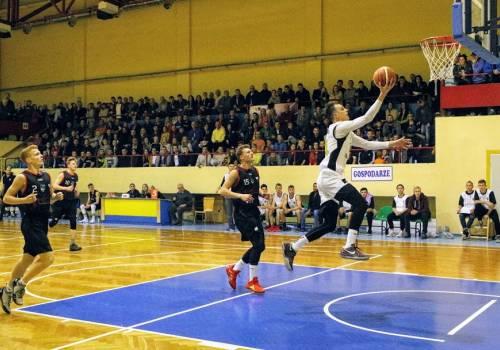 Koszykarze Nacomi bardzo dobrze zaprezentowali się do przerwy, ale po niej swoje tempo narzucili rywale, fot. Grzegorz Borus