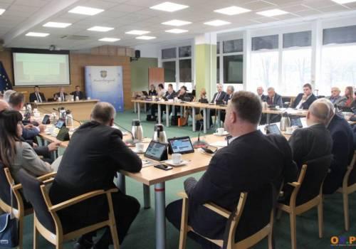 Budżet powiatu na rok 2020 przyjęty  / fot. arc.ox.pl