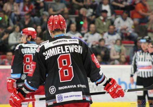 Statystyki Arona Chmielewskiego w Tipsport Extralidze - 8 goli i 6 asyst w 42 meczach, fot. AP
