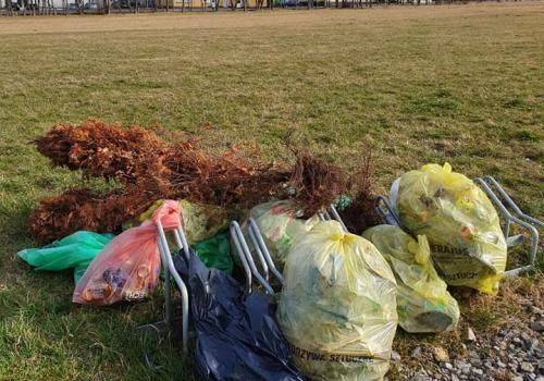 Takie śmieci znaleziono w Jaworzu fot. jaworze.pl