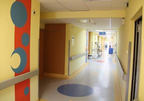 Całkowity zakaz odwiedzin obowiązuje w Szpitalu Śląskim w Cieszynie fot. ARC