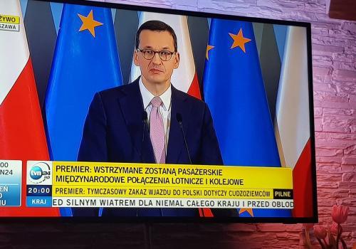 Premier Mateusz Morawiecki poinformował o ograniczeniach w piątek wieczorem. fot. WT