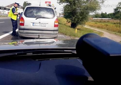 W związku z akcją szczególną uwagą objęli zachowania kierowców w stosunku do pieszych. Fot: KPP w Cieszynie