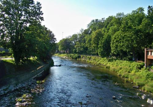 Rzeka Olza w Cieszynie, na której wytyczono historyczną granicę rozdzielającą Cieszyn i Czeski cieszyn. Fot. KR/ox.pl
