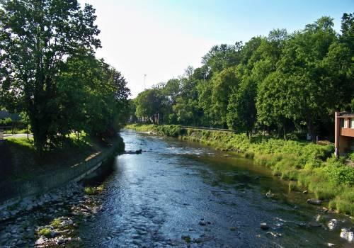zdjęcie archiwalne - rzeka Olza w Cieszynie. Fot. KR/ox.pl